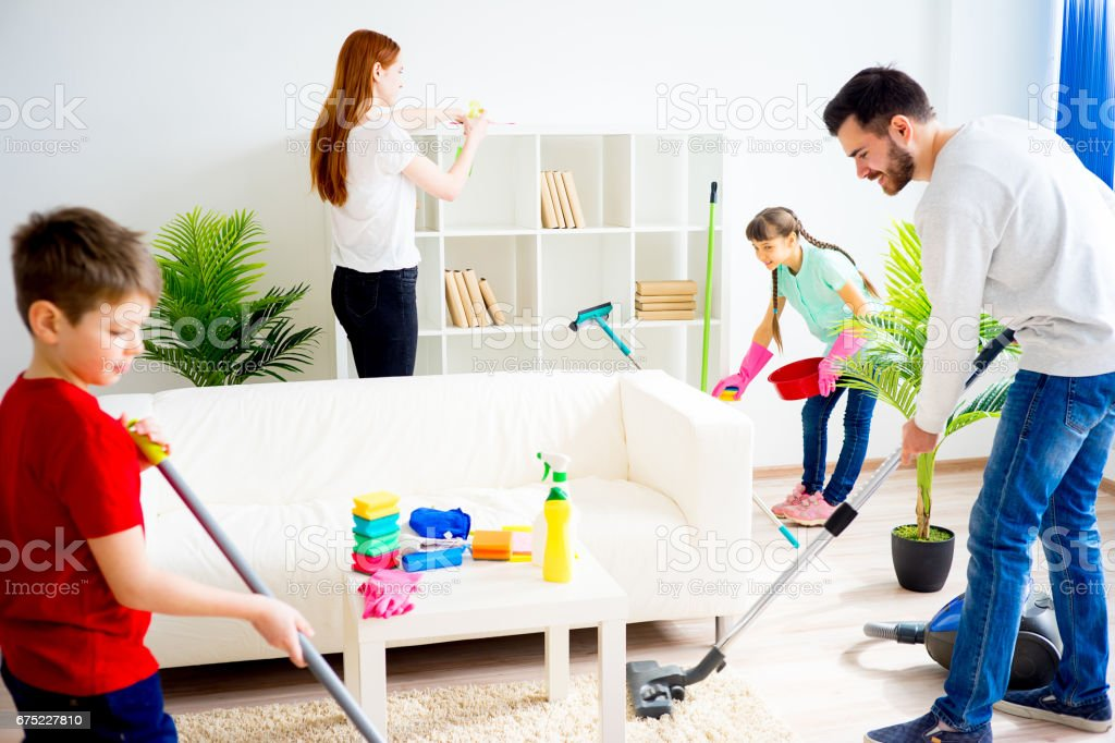 Family cleaning house – Foto