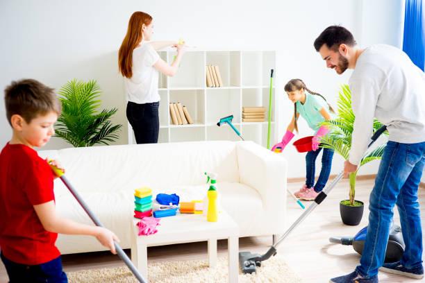 family cleaning house - hausarbeit stock-fotos und bilder