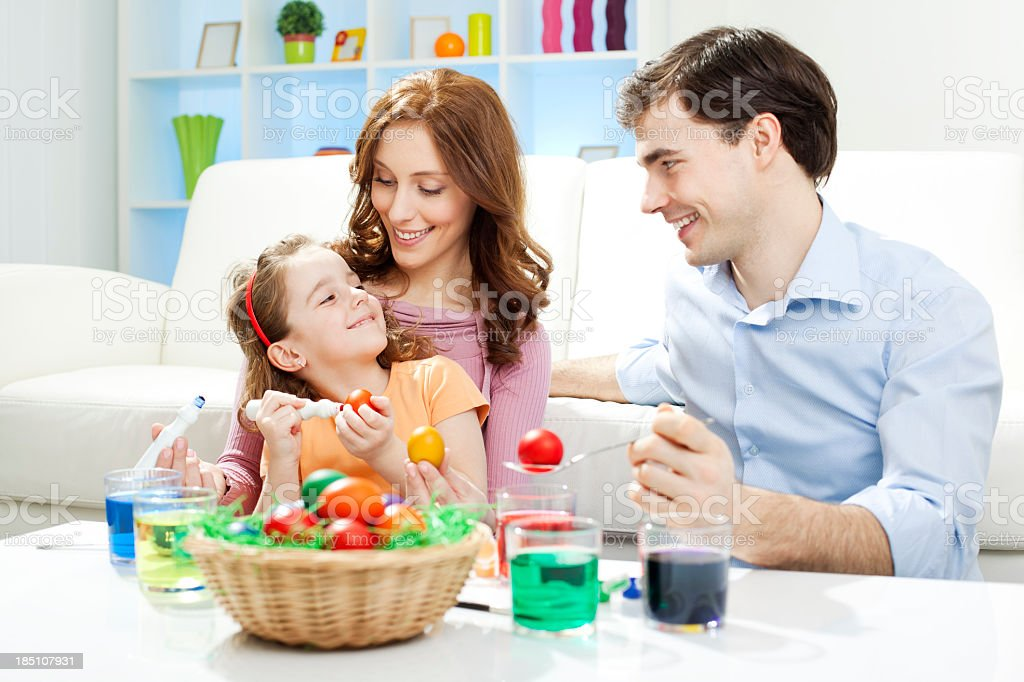 Familia Para Colorear Huevos De Pascuas Foto De Stock Y Más Banco De