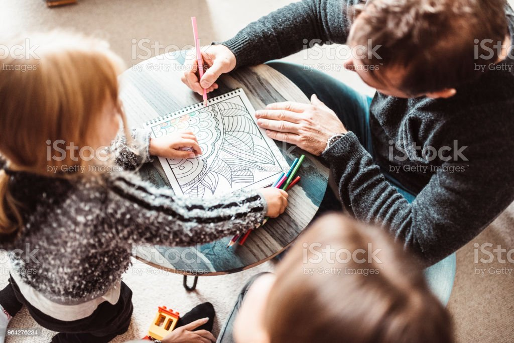 In dem Malbuch Malvorlagen Familie – Foto