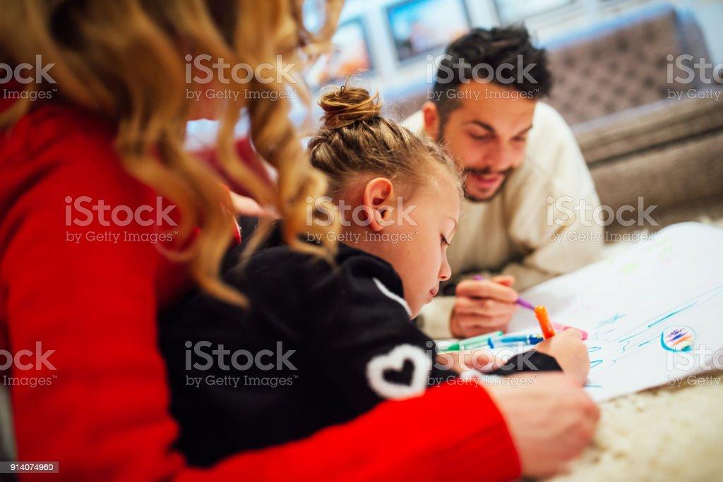 Familia Para Colorear Juntos En Hom Foto De Stock Y Más Banco De