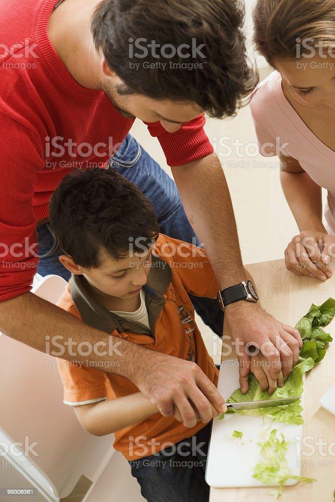 Família cozinhar na cozinha foto royalty-free