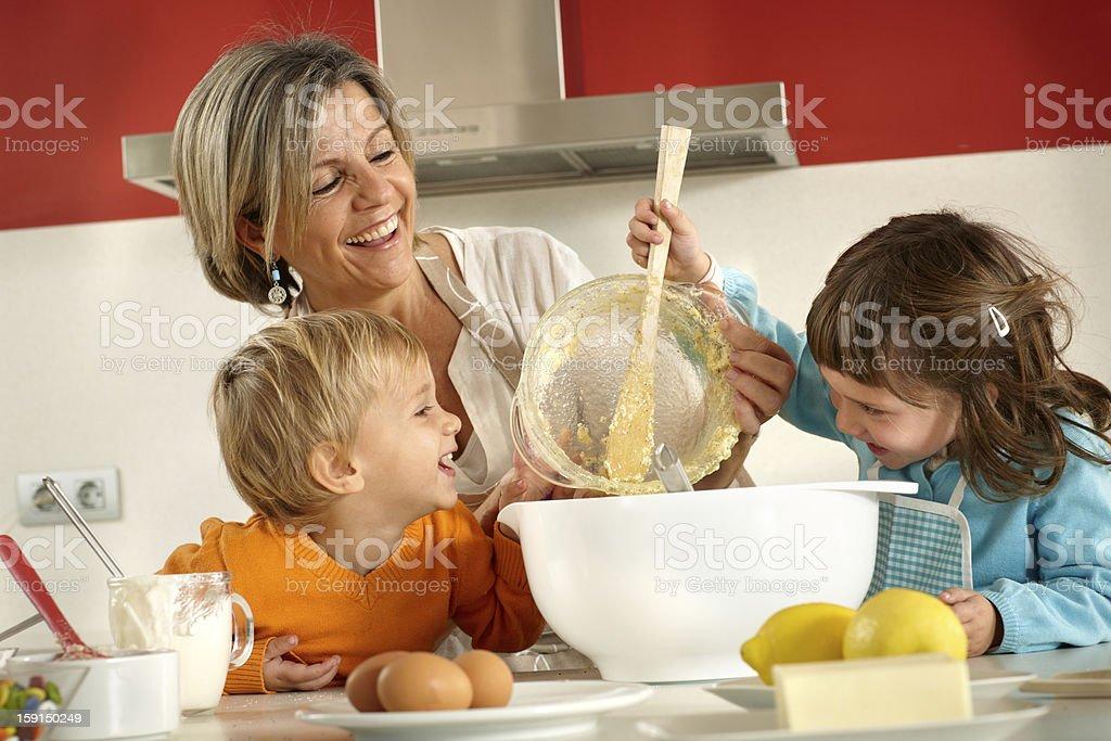 Familie Kochen – Foto
