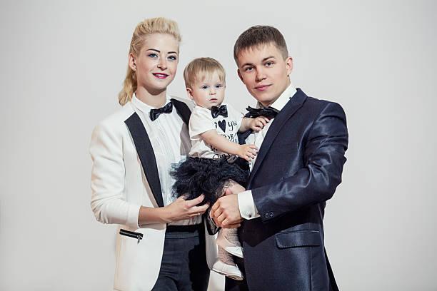 family, dad, mom and daughter stylish and fashionably dressed - hochzeitsspiele eltern stock-fotos und bilder