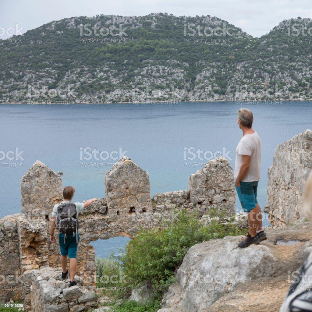 家庭發現海上遺跡 - 免版稅20歲到24歲圖庫照片
