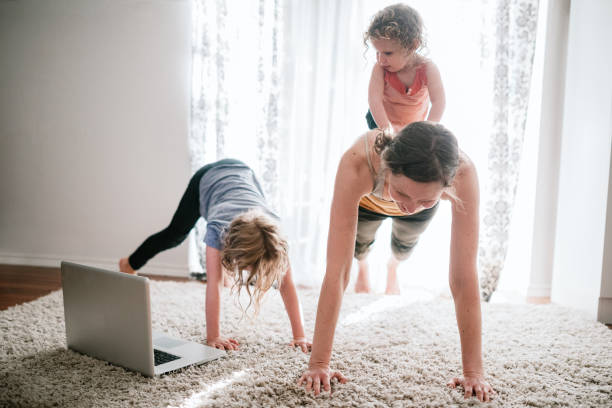 Family Doing Home Workout Online-Kurs – Foto