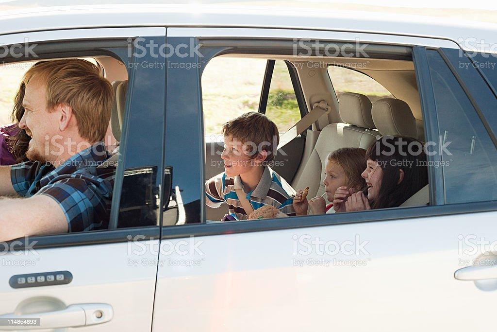 Familie fahren im Auto – Foto