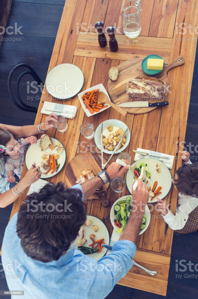 Family eating a meal at the table. foto de stock royalty-free