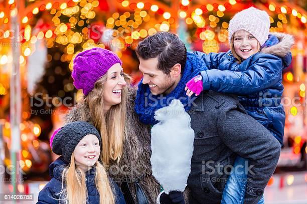 Family eating cotton candy on christmas market picture id614026788?b=1&k=6&m=614026788&s=612x612&h=sxlsjxrlckwblnzws4ug6czelgchhua36uo58sksjua=