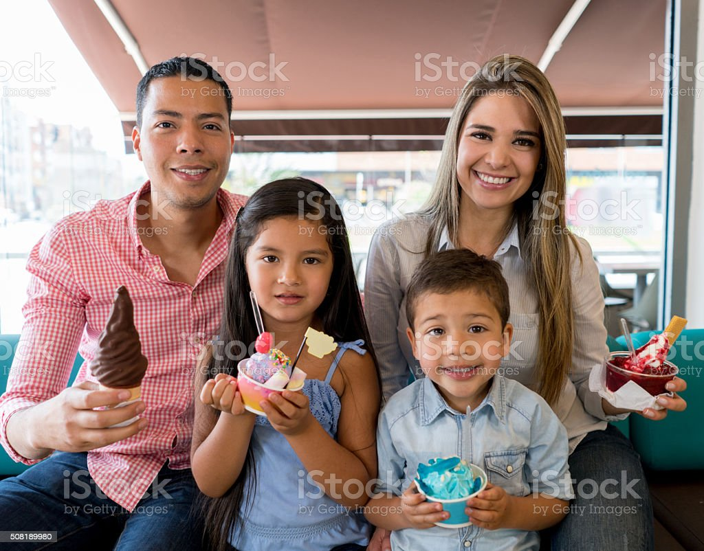 Family Eating Ice Cream Stock Photo & More Pictures of ...