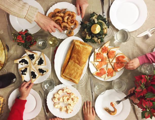 Famille, manger des fruits de mer, tapas et plus encore sur Noël - Photo