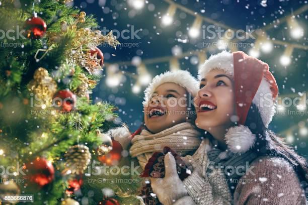 Family enjoying christmas picture id883666876?b=1&k=6&m=883666876&s=612x612&h= 8yz7cbnxvlwhisb2ozdmgdfrildc0oduj 4rxxglbs=