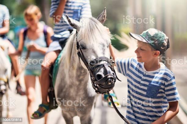 Family enjoying horse ride picture id1004731814?b=1&k=6&m=1004731814&s=612x612&h=wgl doetfxbptwxuk1plcr26gjpakc4zylqdgjwtyjk=