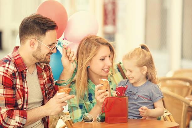 familie eis - eis ballons stock-fotos und bilder