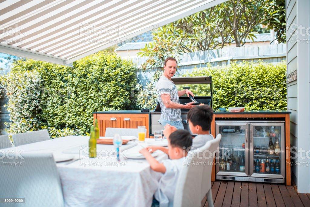 Familie genießen Sie Mittagessen – Foto
