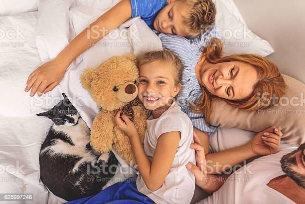 Family enjoying themselves after waking up picture id625997246?b=1&k=6&m=625997246&s=612x612&h=uldqihjtroqmgulkhzt4kisrstzgupkvu5txs6s3rwm=