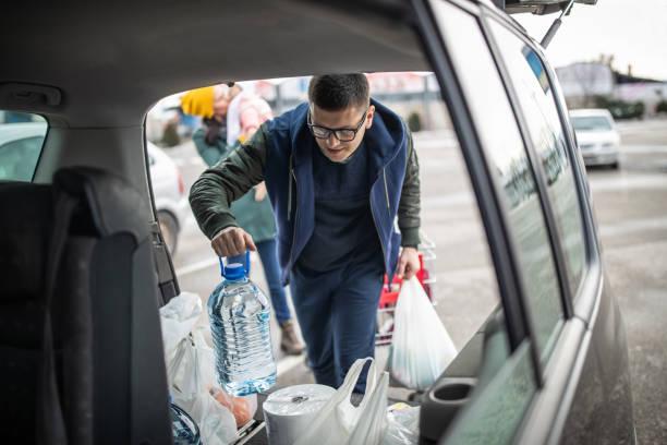 Familie, Veredelung, Einkaufen im Supermarkt – Foto