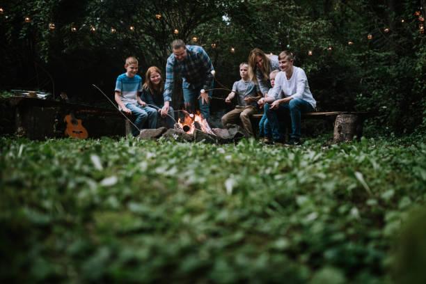 Familienspaß rund um spazizamammitieren mit Musik und Essen – Foto