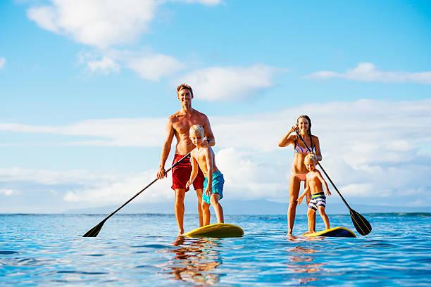 familie, stand-up-paddling - stehpaddeln stock-fotos und bilder