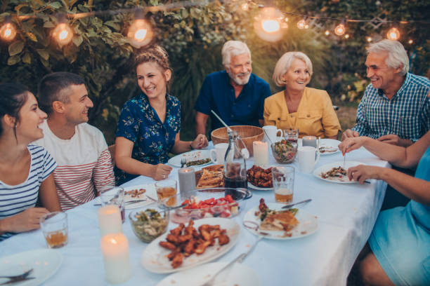 Family gathering over dinner - foto stock