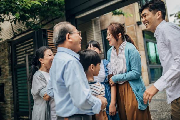 reunión familiar - reunión familiar fotografías e imágenes de stock