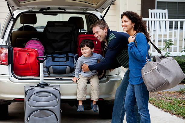 Família vai na estrada viagem - foto de acervo