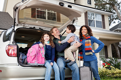 istock Family going on road trip with car and luggage 185005947