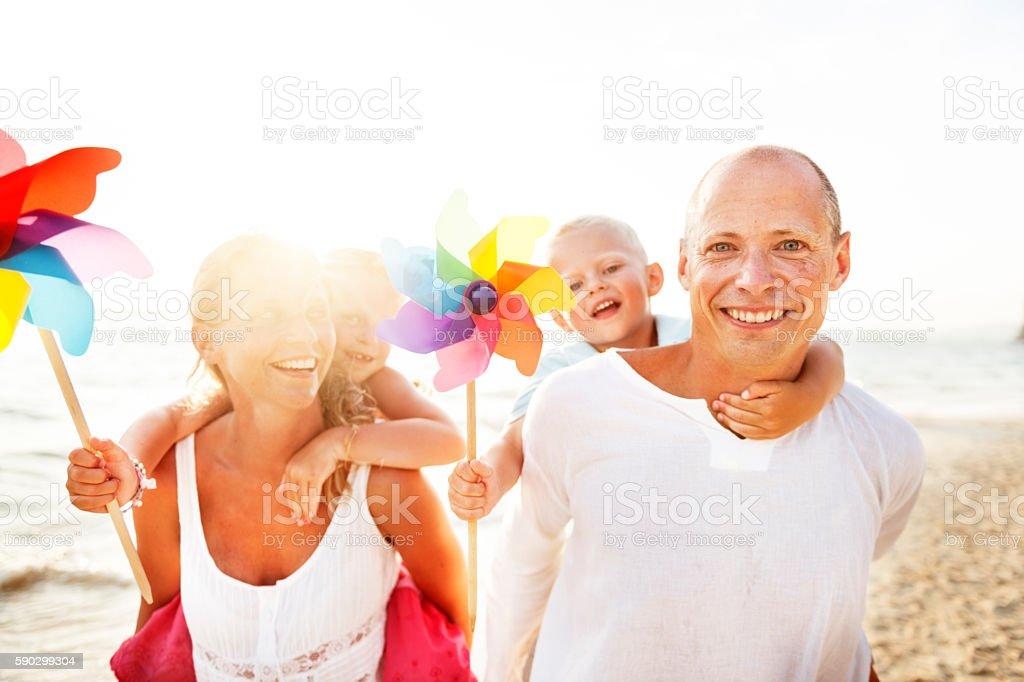 Family Happiness на пляже тропического рая весело концепция Стоковые фото Стоковая фотография