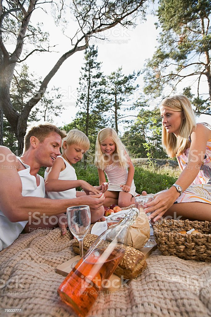 A family having a picnic royalty-free 스톡 사진