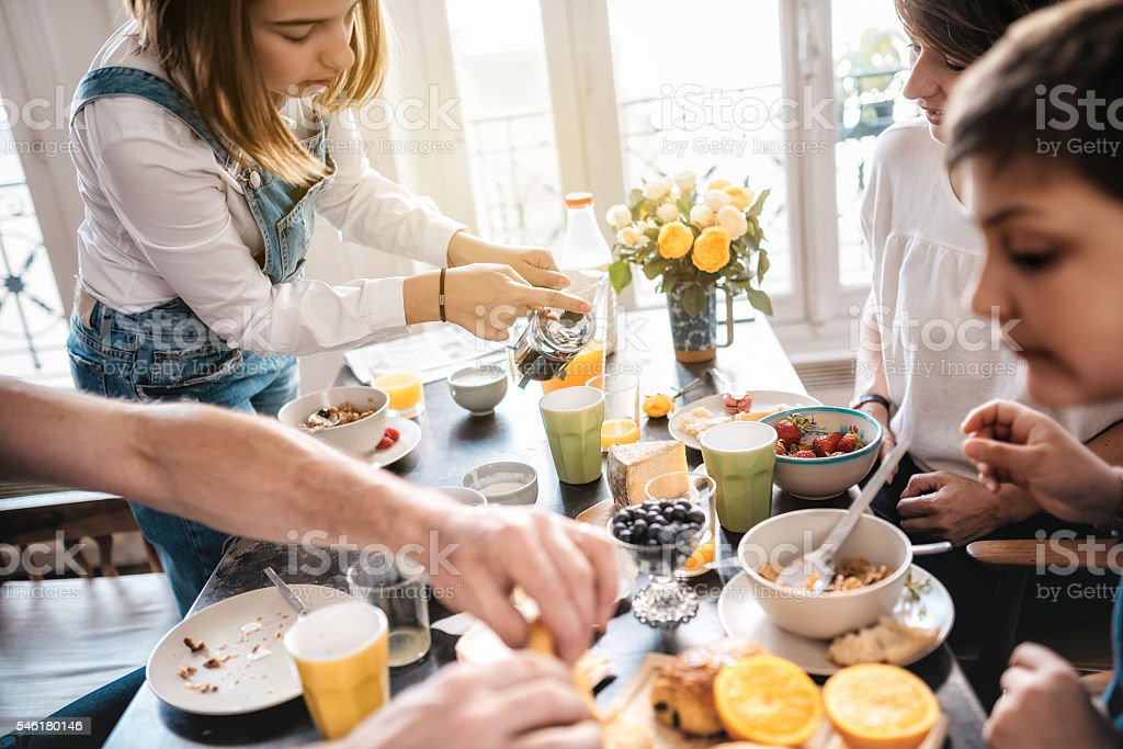 family having breakfast together at home – Foto