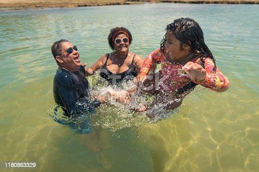 Splashing, Beach, Humor, Hapiness, Family