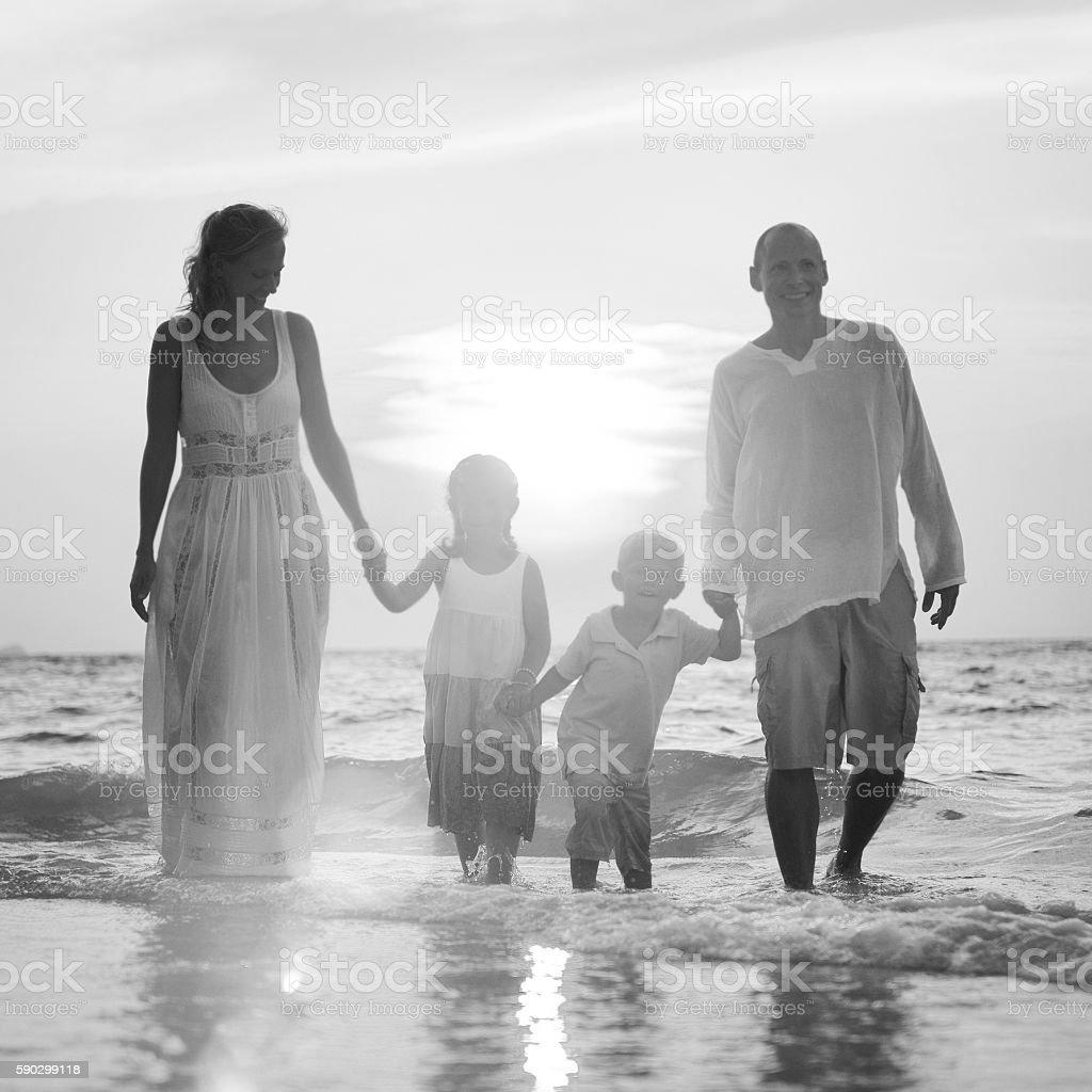 Family Having Fun Vacation Perfect Sunset Concept royaltyfri bildbanksbilder