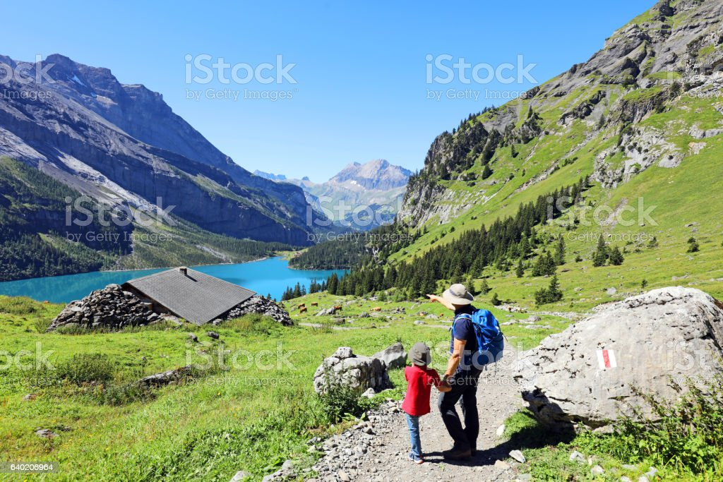 Family Hiking in the Swiss Mountains – Foto