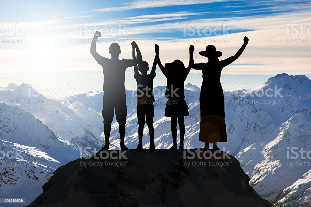 Family Holding Hands On A Mountain photo libre de droits