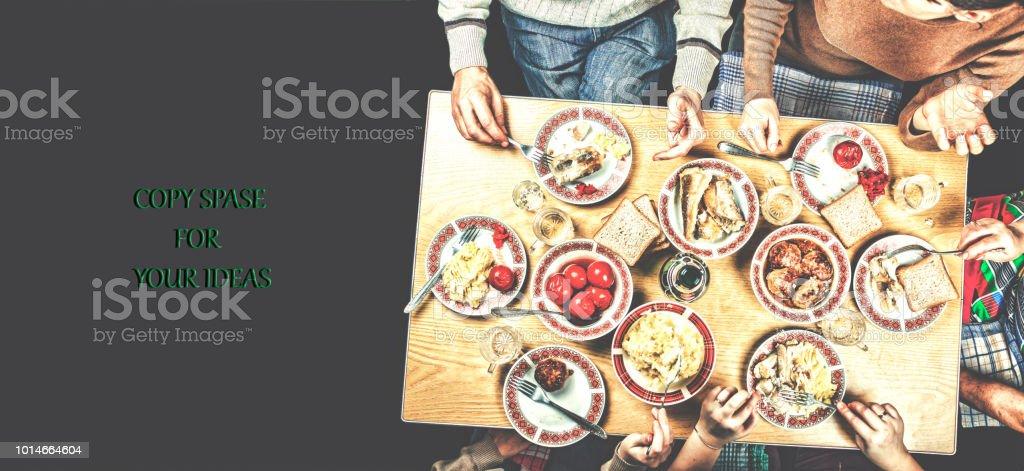 Férias em família, tradições familiares, com a família, em casa, homemad - foto de acervo
