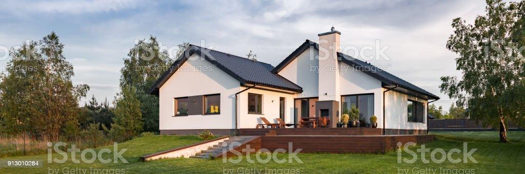 Einfamilienhaus Mit Terrasse Stock Fotografie Und Mehr Bilder Von