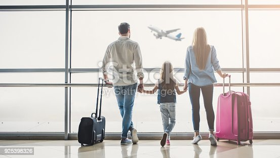istock Family in airport 925398326