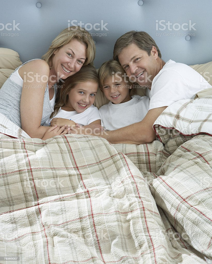 Family in bed together bonding 免版稅 stock photo