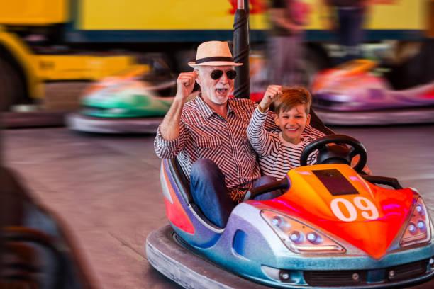 family in bumper car - luna park foto e immagini stock