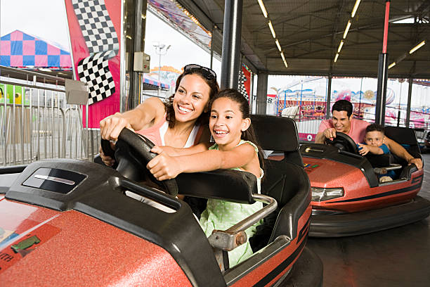 family in bumper cars - attractiepark stockfoto's en -beelden