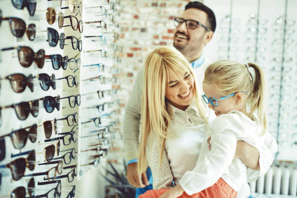 family in optics store - optometrist stock pictures, royalty-free photos & images