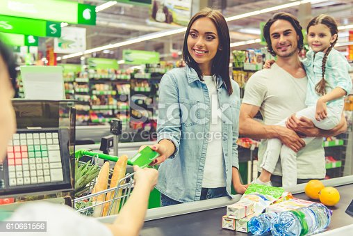istock Family in the supermarket 610661556