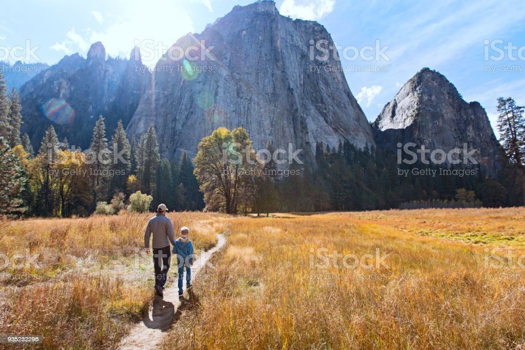 Familie in yosemite – Foto