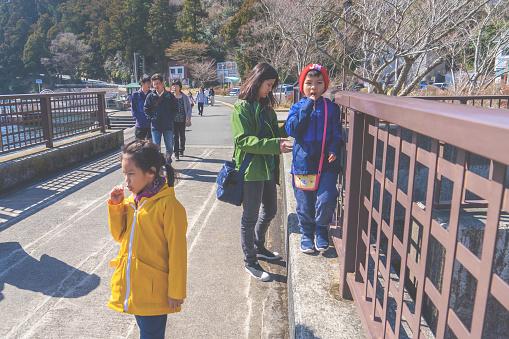 Family is traveling in Hakone Ashi Lake.