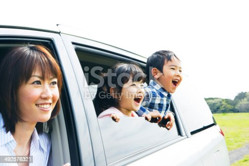 istock Family looking prairei from car window 492576321