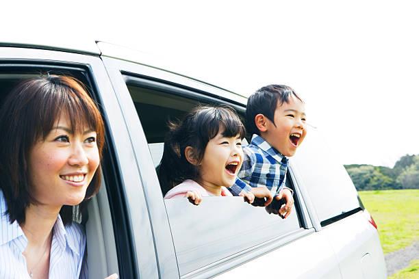 ご家族でのお車の窓から prairei - 家族 日本人 ストックフォトと画像