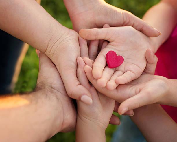 familien lieben - besondere geschenke stock-fotos und bilder