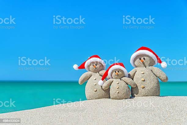 Family of christmas snowmen in santa hats at tropical beach picture id498453504?b=1&k=6&m=498453504&s=612x612&h=ykxjnp5547yhnnb9xhisn51kgowlms4o7bsrzvczndw=