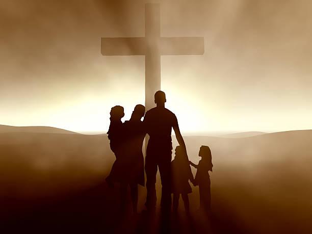 la famille de cinq derrière vous à fond - jesus croix photos et images de collection