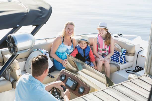 Famille sur un bateau - Photo